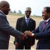 Musaveni oo Dhex Dhexaadinaya Xasan Shiikh iyo Uhuru Kenyatta